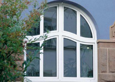 Objektbild mit VEKA Fenstern Bogen oben